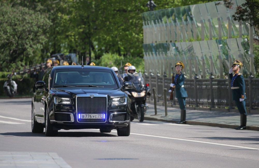 Do sieu xe cua Tong thong Trump va nguoi dong cap Putin: Ai hon ai? hinh anh 1
