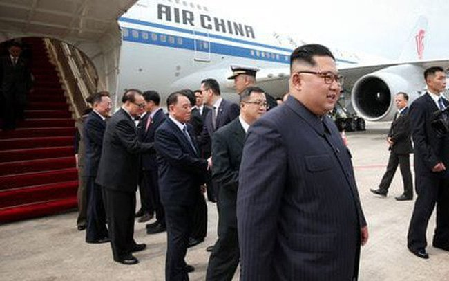 Trump va Kim Jong-un se hoi dam rieng trong 45 phut hinh anh 1