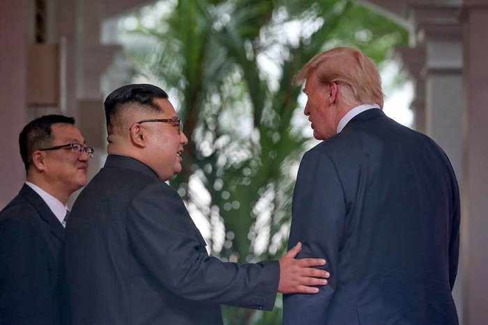 Hai nguoi nam giu bi mat ve cuoc hop kin giua ong Trump va ong Kim hinh anh 1