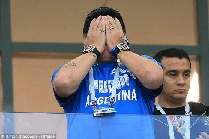 Bieu cam cua 'cau be vang' Maradona khi Argentina thua Croatia cay dang hinh anh 7