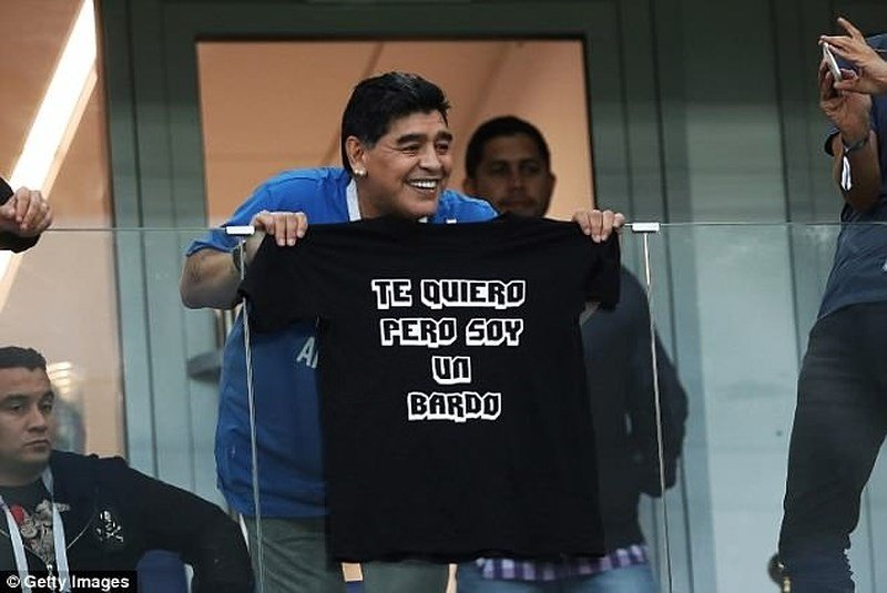 Bieu cam cua 'cau be vang' Maradona khi Argentina thua Croatia cay dang hinh anh 1