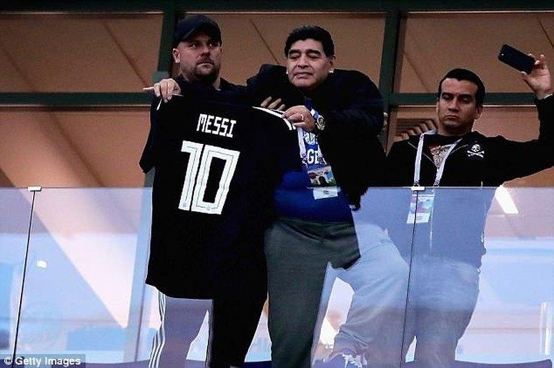 Bieu cam cua 'cau be vang' Maradona khi Argentina thua Croatia cay dang hinh anh 2