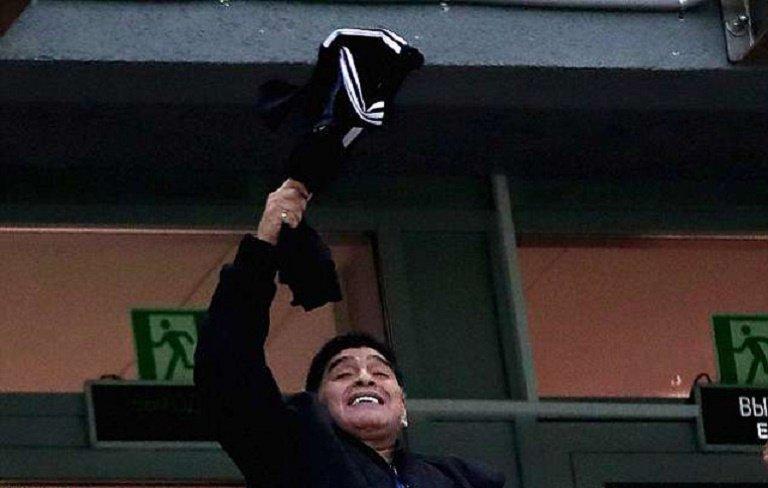 Bieu cam cua 'cau be vang' Maradona khi Argentina thua Croatia cay dang hinh anh 4