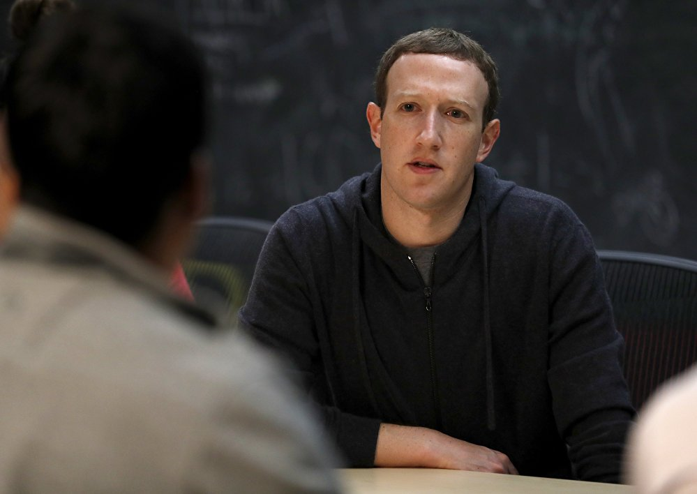 Mark Zuckerberg co nguy co mat chuc nguoi dung dau Facebook hinh anh 1