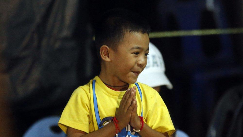 Niem vui vo oa cua nguoi than khi hay tin tim thay doi bong mat tich o Thai Lan hinh anh 7