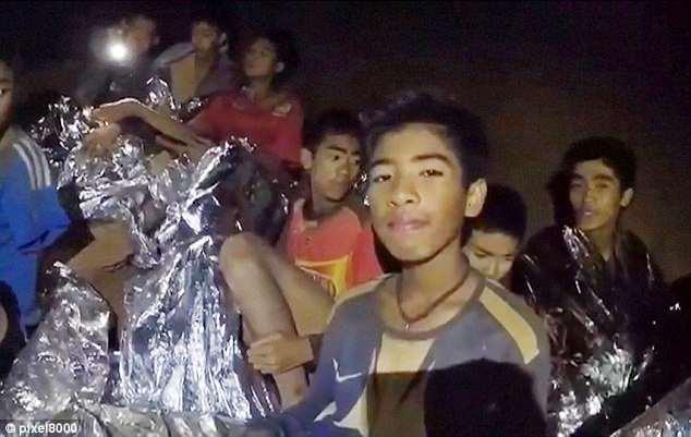 Doi bong Thai Lan mac ket trong hang: Xuat hien tinh tiet moi ve mot loi thoat bi mat hinh anh 1