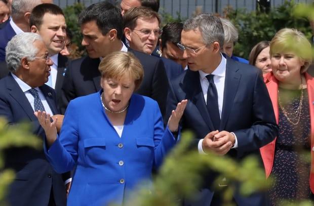 Tong thong Trump noi Duc bi Nga kiem soat hoan toan, Thu tuong Merkel dap tra gay gat hinh anh 1