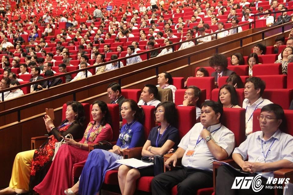 TOAN CANH: Hoi nghi Thu tuong doi thoai voi cong dong doanh nghiep 2017 hinh anh 10