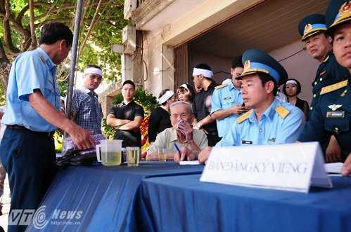 Bo phi cong Tran Quang Khai: 'Bay gio Khai mai mai la cua bau troi roi' hinh anh 1