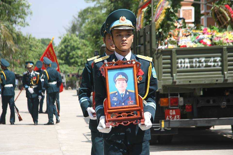 Nghen ngao phut cuoi tien dua Dai ta Tran Quang Khai ve coi vinh hang hinh anh 9