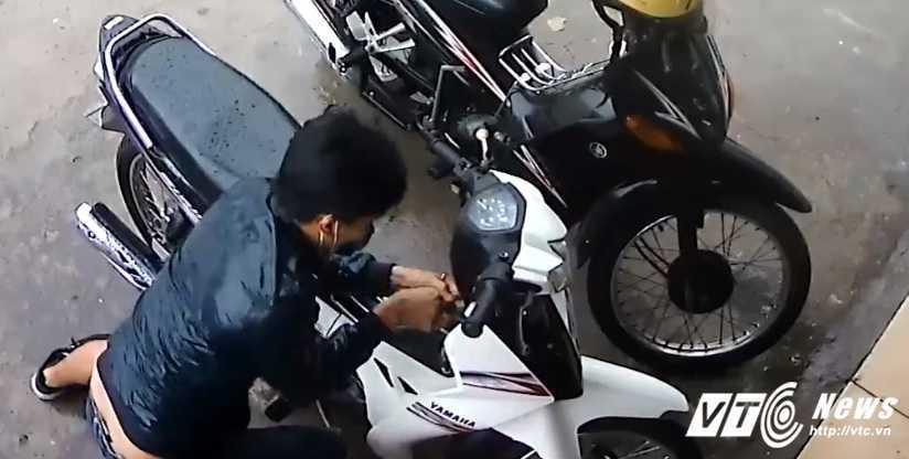 Video: Ten trom pha khoa xe may bat thanh o Dong Nai hinh anh 1