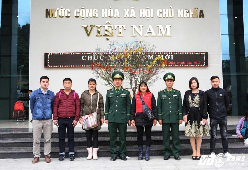 Co gai bi lua ban sang Trung Quoc 16 nam da ve den Viet Nam hinh anh 8