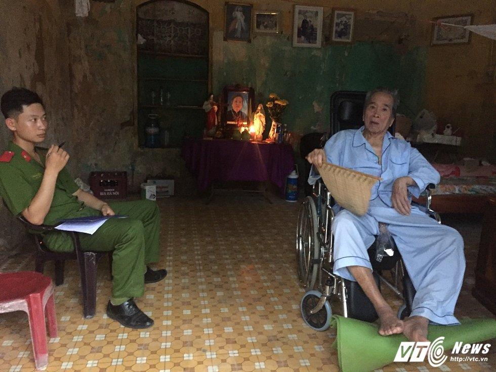 Xon xao chuyen cong an canh giu truoc cua nha cu ong 85 tuoi o Ninh Binh hinh anh 1