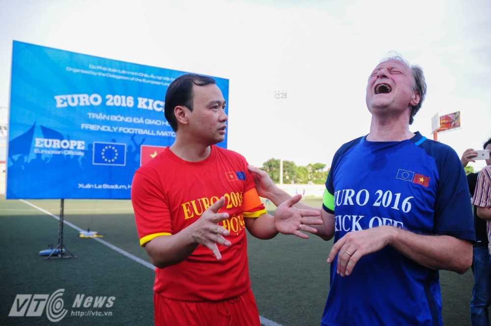 Tran cau nay lua giua Bo Ngoai giao Viet Nam va cac Dai su quan chau Au mung EURO 2016 hinh anh 3