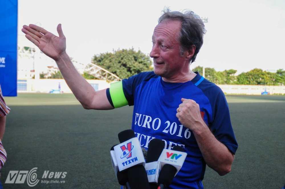 Tran cau nay lua giua Bo Ngoai giao Viet Nam va cac Dai su quan chau Au mung EURO 2016 hinh anh 2