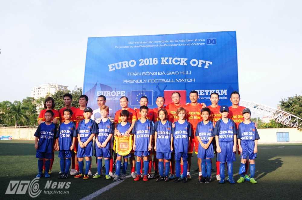 Tran cau nay lua giua Bo Ngoai giao Viet Nam va cac Dai su quan chau Au mung EURO 2016 hinh anh 5