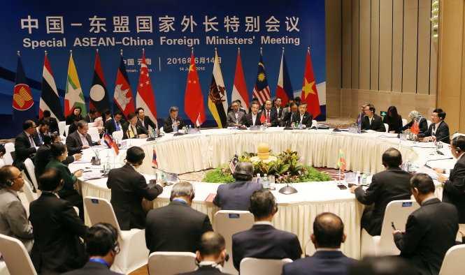 Vi sao ASEAN thu hoi,