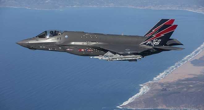 My lan dau dua chien co tang hinh F-35 den Nhat hinh anh 1