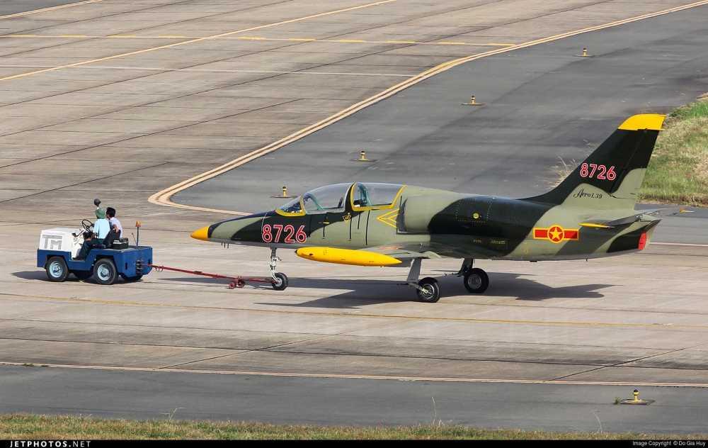 Can canh may bay huan luyen Aero L-39 Albatros hinh anh 1