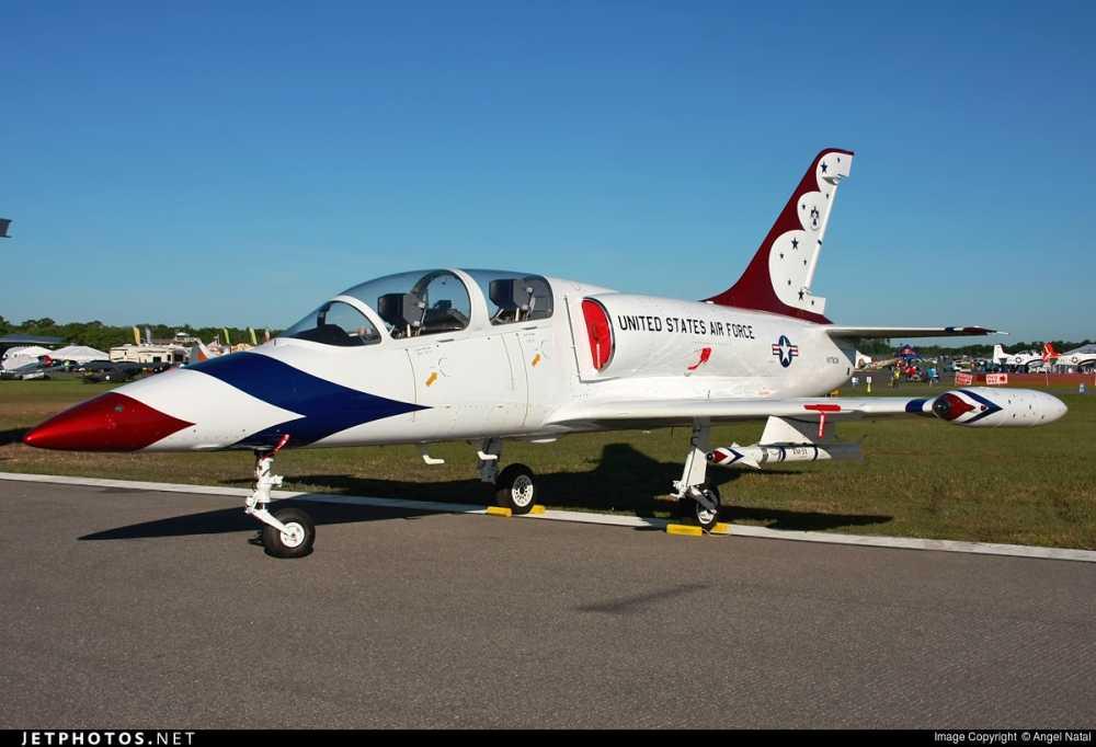 Can canh may bay huan luyen Aero L-39 Albatros hinh anh 3