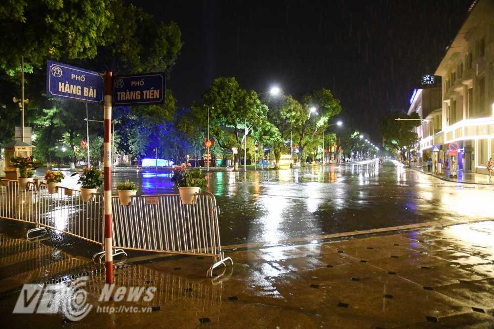 Video, anh: Muon kieu thuong thuc pho di bo quanh Ho Guom cua nguoi Ha Noi hinh anh 19