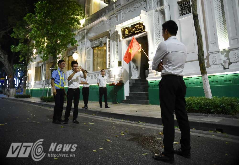 Video, anh: Muon kieu thuong thuc pho di bo quanh Ho Guom cua nguoi Ha Noi hinh anh 10