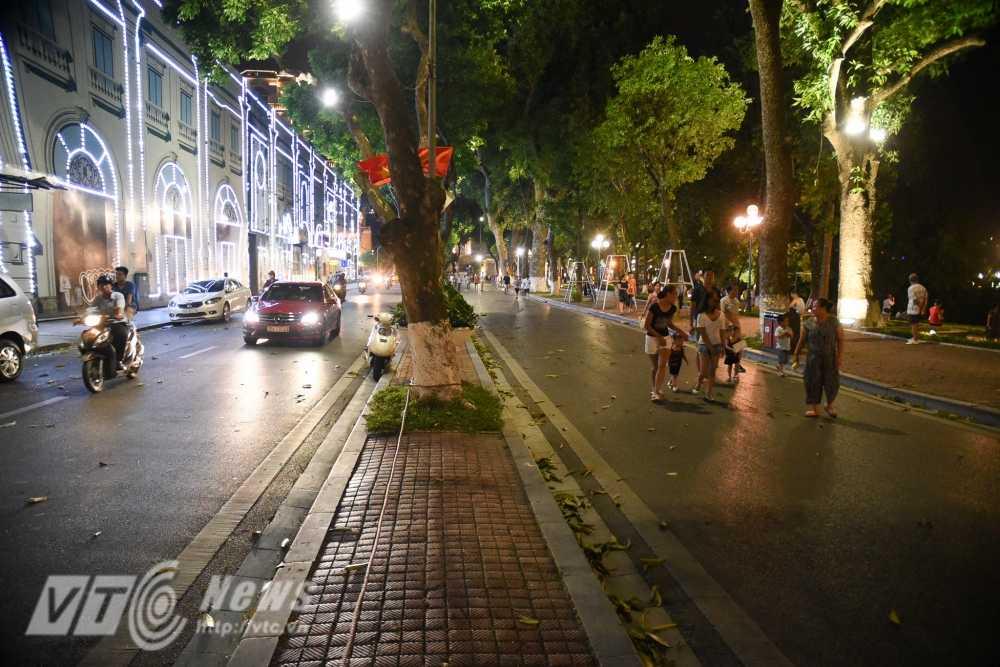 Video, anh: Muon kieu thuong thuc pho di bo quanh Ho Guom cua nguoi Ha Noi hinh anh 12