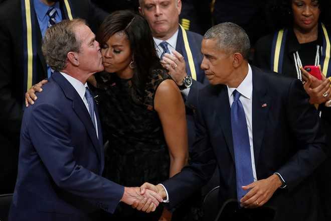 Tinh ban dac biet cua Michelle Obama va cuu Tong thong Bush hinh anh 7