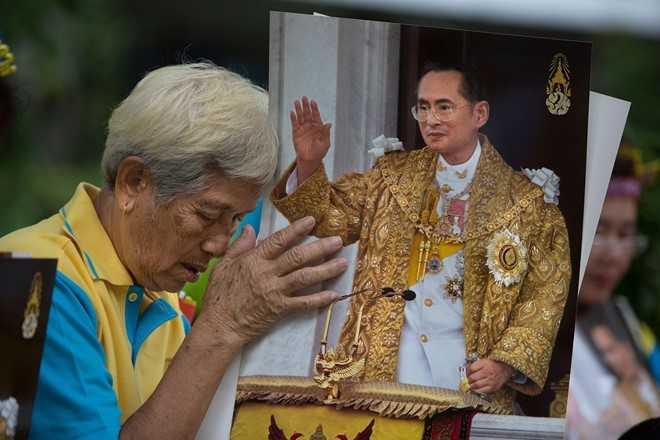 Quoc vuong Bhumibol Adulyadej, vi thanh song cua nhan dan Thai Lan hinh anh 3