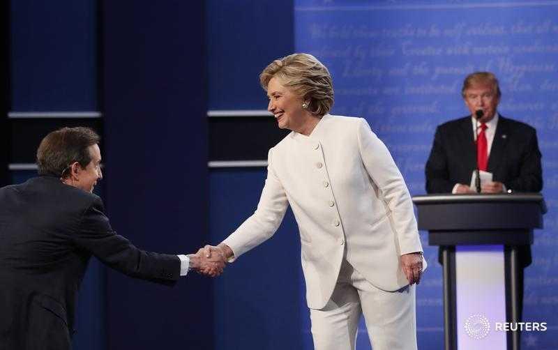 Ket qua tranh luan bau cu Tong thong My lan 3: Clinton goi Trump la con roi cua Putin hinh anh 1