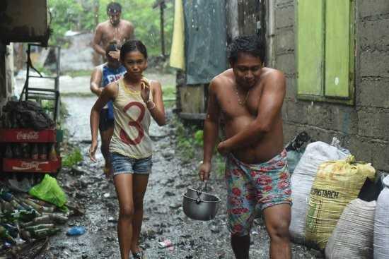 Anh: Sieu bao Haima tan pha Philippines, 7 nguoi chet hinh anh 2