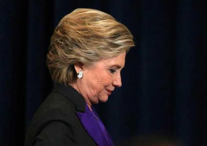 Ba Clinton do loi cho Giam doc FBI ve that bai trong bau cu My hinh anh 1