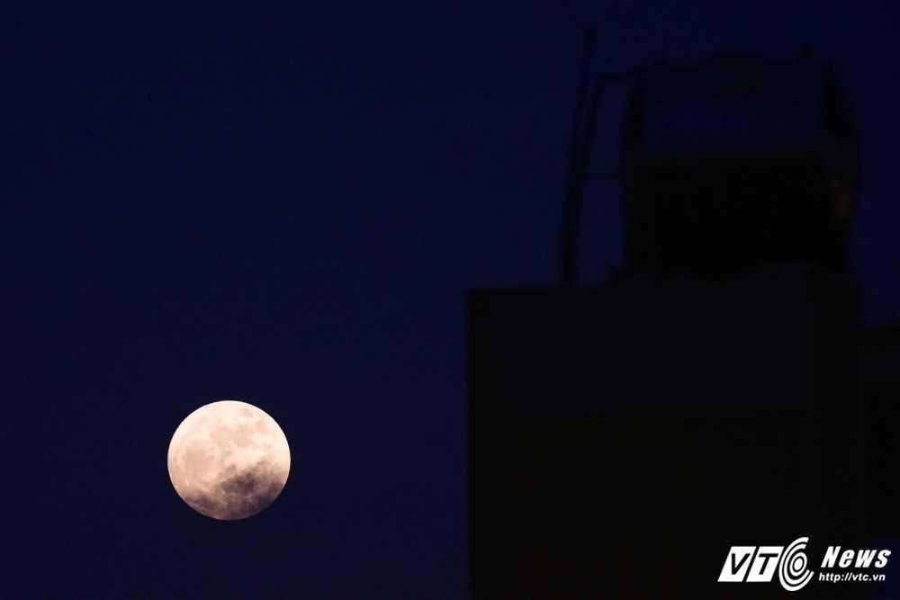Anh: Sieu trang dem 14/11 vong quanh thu do Ha Noi hinh anh 4