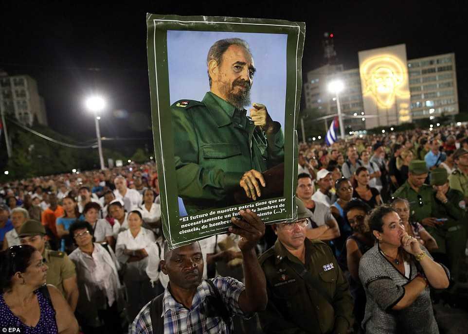 Hang chuc ngan nguoi tham gia le tuong niem lanh tu Fidel Castro tai Havana hinh anh 5