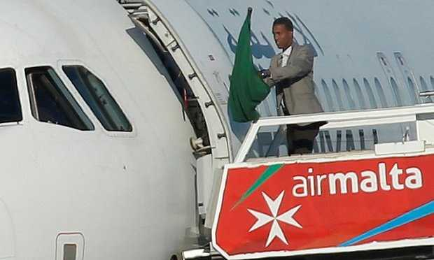 Cuop may bay Libya: Hai khong tac dau hang, bi bat giu hinh anh 1