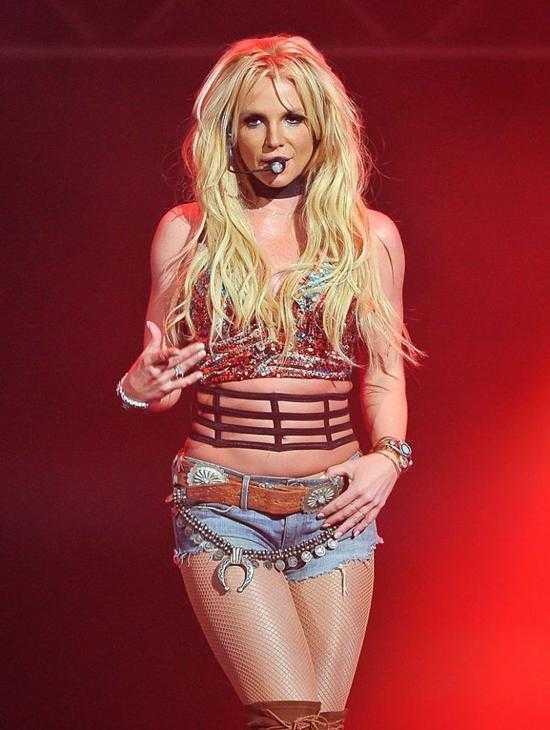 Britney Spears bi tung tin da chet hinh anh 1