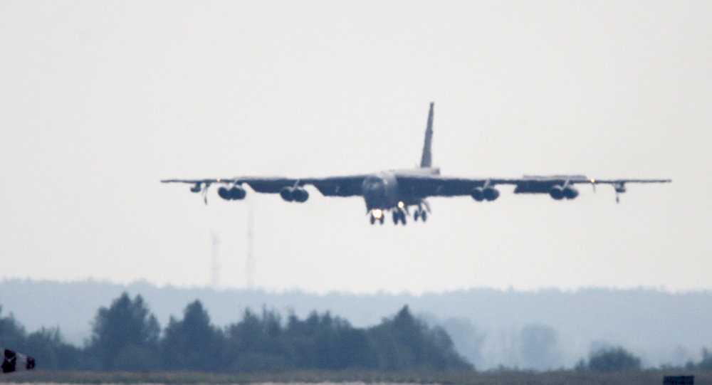 B-52 My roi dong co khi dang bay hinh anh 1
