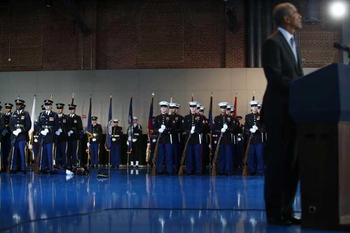 Linh My ngat xiu truoc mat ong Obama trong le chia tay hinh anh 1