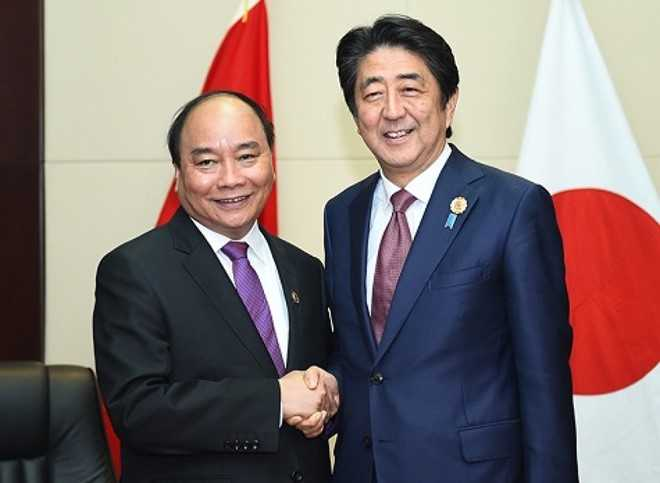 Thu tuong Shinzo Abe va phu nhan tham chinh thuc Viet Nam hinh anh 2