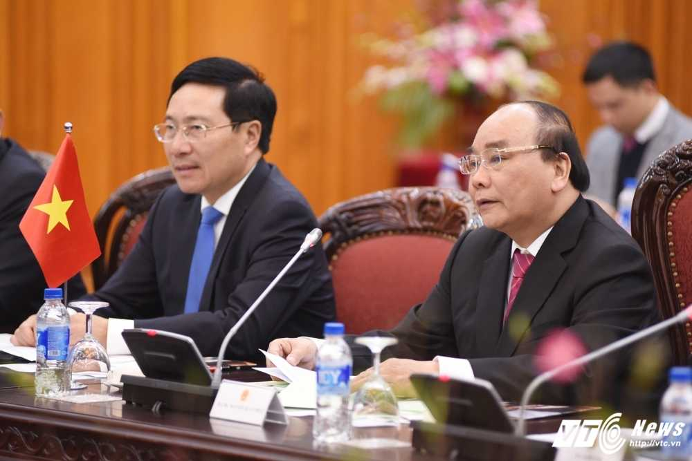 Thu tuong Nguyen Xuan Phuc hoi dam voi Thu tuong Nhat Ban Shinzo Abe hinh anh 2