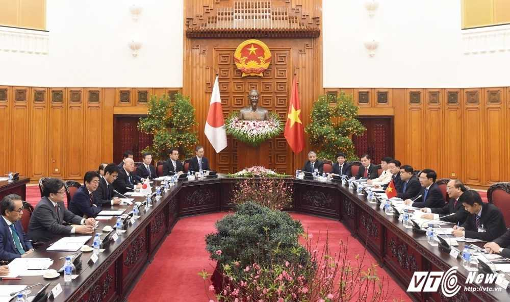 Thu tuong Nguyen Xuan Phuc hoi dam voi Thu tuong Nhat Ban Shinzo Abe hinh anh 1