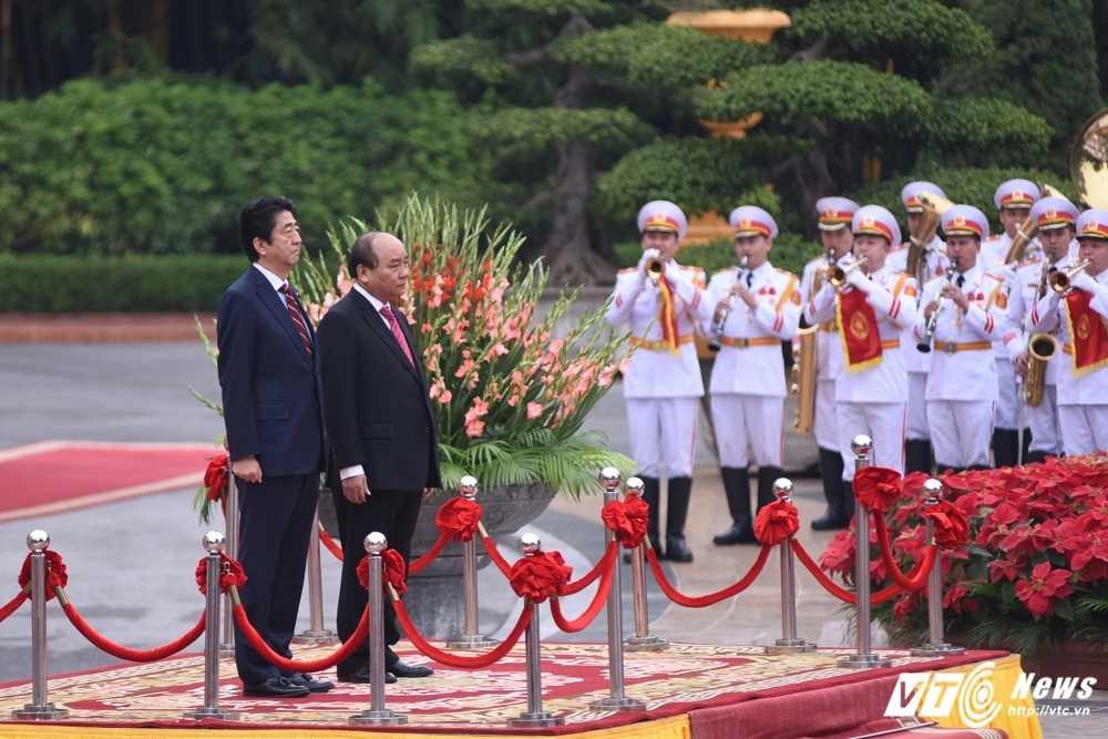 Anh: Le don chinh thuc Thu tuong Nhat Ban Shinzo Abe hinh anh 2