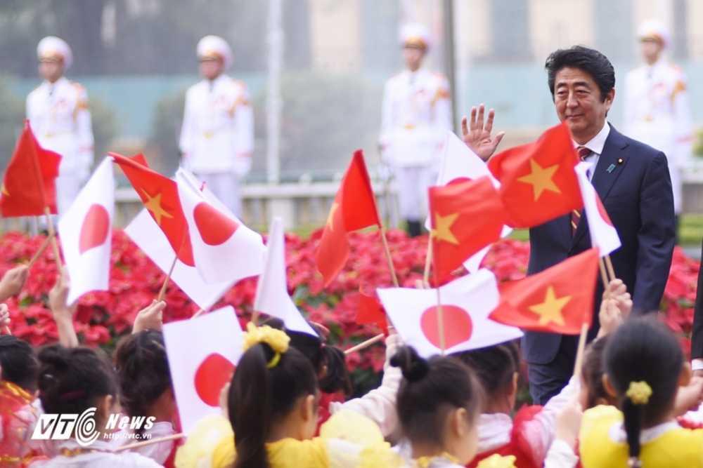 Anh: Le don chinh thuc Thu tuong Nhat Ban Shinzo Abe hinh anh 5