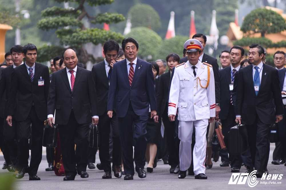 Anh: Le don chinh thuc Thu tuong Nhat Ban Shinzo Abe hinh anh 7