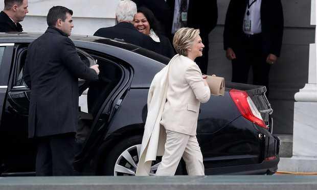 Donald Trump phat bieu trong mua sau khi nham chuc hinh anh 12