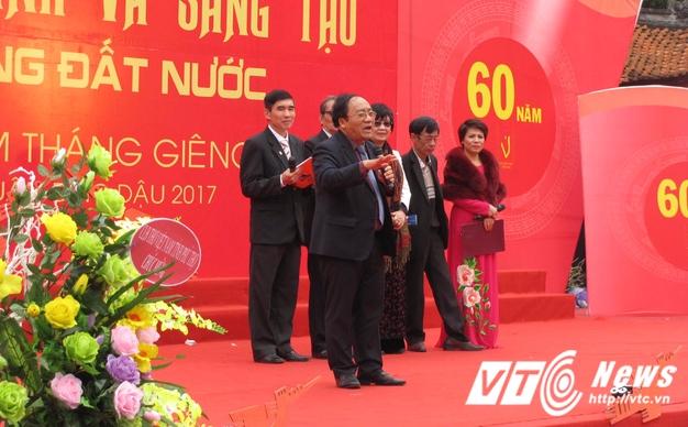 Hang nghin nguoi ve Van Mieu du Ngay tho Viet Nam 2017 hinh anh 10