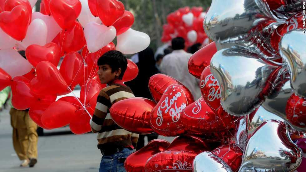 Pakistan cam vui choi ngay Valentine tren toan quoc hinh anh 1
