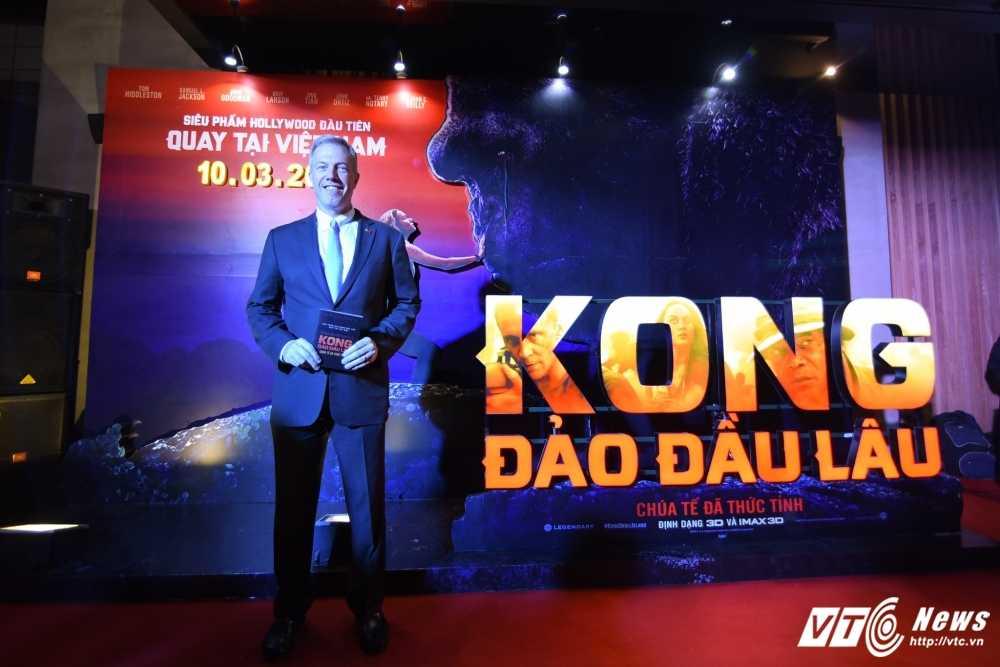 Hoa hau My Linh, Dai su My Ted Osius choang ngop truoc bom tan 'Kong: Skull Insland' hinh anh 2
