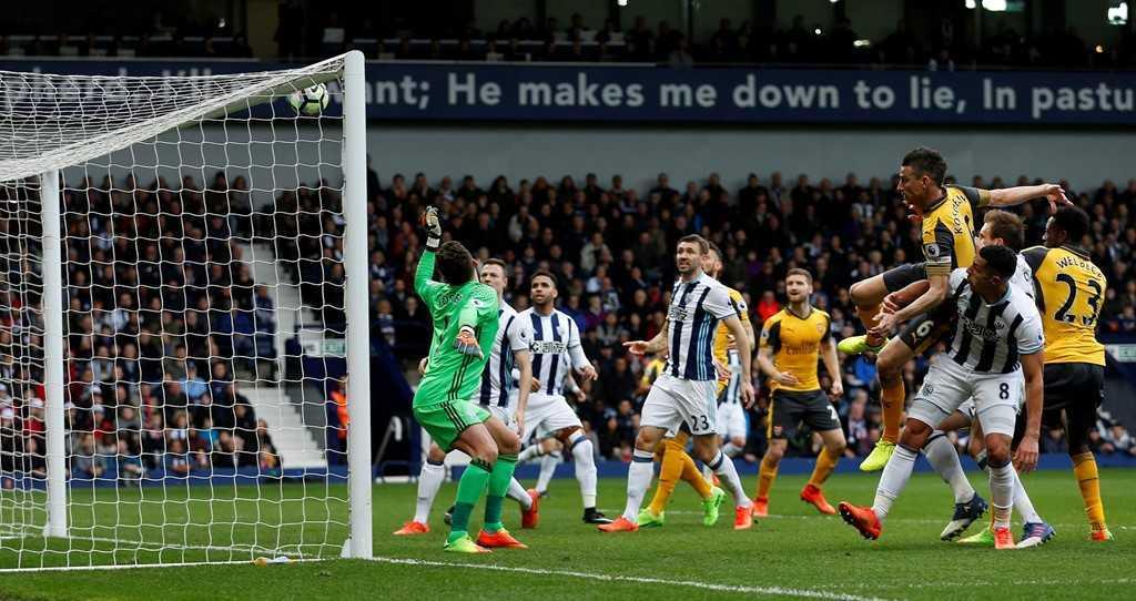 Arsenal thua tran thu 2 lien tiep, Wenger doi dien nguy co bi sa thai hinh anh 10