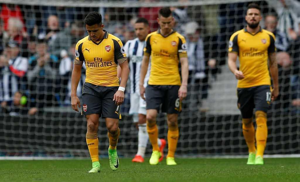 Arsenal thua tran thu 2 lien tiep, Wenger doi dien nguy co bi sa thai hinh anh 11